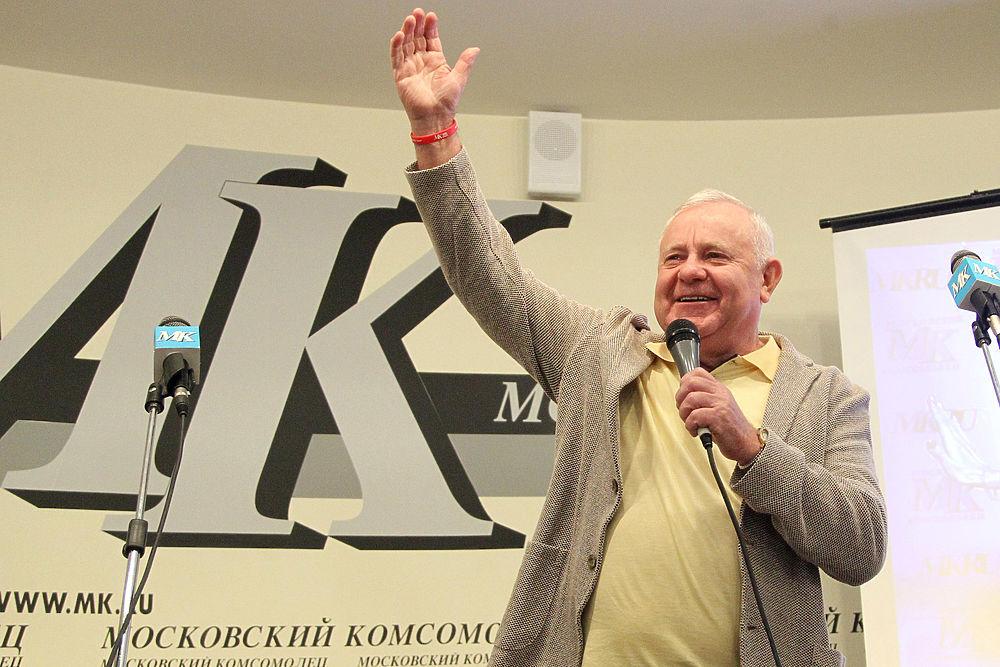 """В редакции """"МК"""" вручили подарок стотысячной подписчице: кадры встречи"""