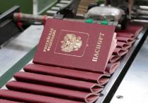 Экс-сотрудника МИДа Олега Диванова, обвиняемого в оформлении поддельных российских паспортов для американских граждан, Кунцевский суд приговорил к 200 тысячам рублей штрафа