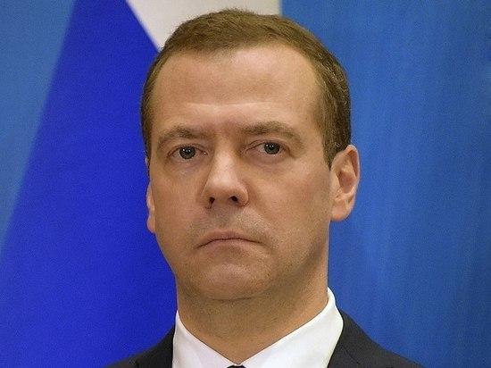 """Медведев поручил проработать ответные меры на санкции против """"Северного потока – 2"""""""