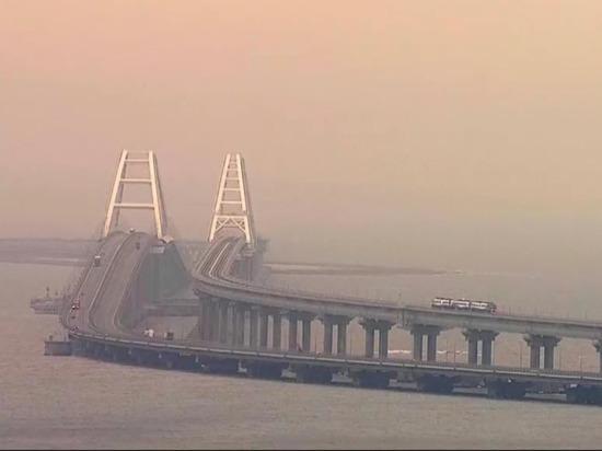 Министр посетовал Путину на дым над Крымским мостом