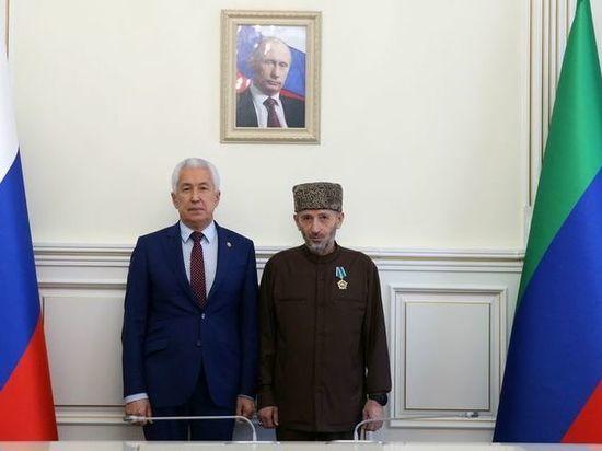 Владимир Васильев вручил муфтию Дагестана орден Дружбы