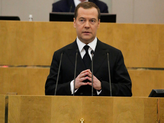 """Медведев рассказал, насколько санкции задержат строительство """"Северного потока - 2"""""""