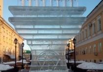 На Советской Оренбурга появилась специфическая ледяная фигура