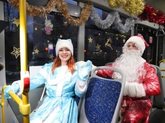В Иванове в троллейбусах ездят Дед Мороз и Снегурочка