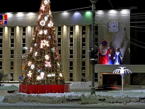 В Мончегорске торжественно зажгли огни на новогодней ёлке
