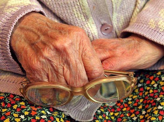 У 90-летней ивановки незваные гостьи украли 18 тысяч рублей