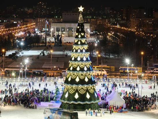 Новогодняя ель краевой столицы – одна из самых высоких в стране