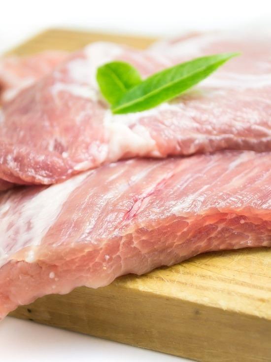 Многодетный отец украл с кировского предприятия две свиные туши