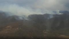 Вертолёт тушит лесной пожар под Сочи