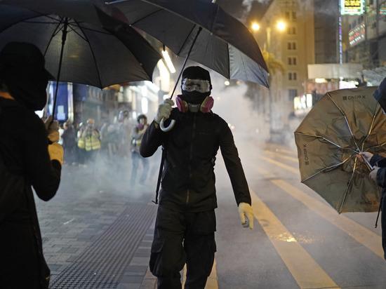 В центре города произошли столкновения демонстрантов с полицейскими