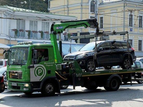 Стали известны новые тарифы на эвакуацию авто за неправильную парковку