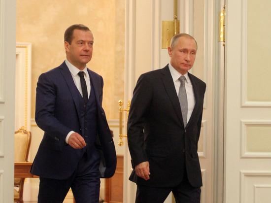 """Медведев пожелал Путину """"немножко отдохнуть"""" и пригласил """"попить чайку"""""""