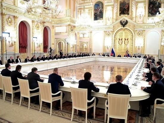 """Путин пошутил о """"царских интерьерах"""" на встрече с бизнесменами"""