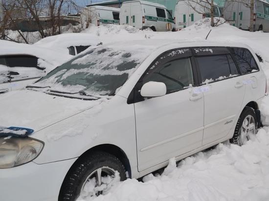 Камчатские приставы откопали «Тойоту» должника