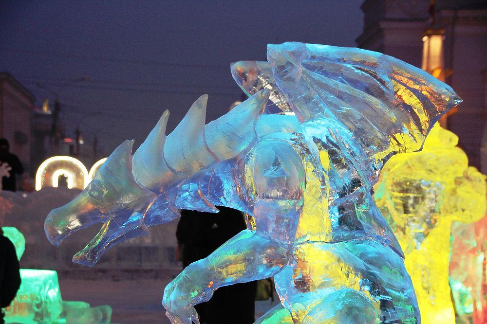 Т-34 против Халка: на центральной площади Читы открыли ледовый городок