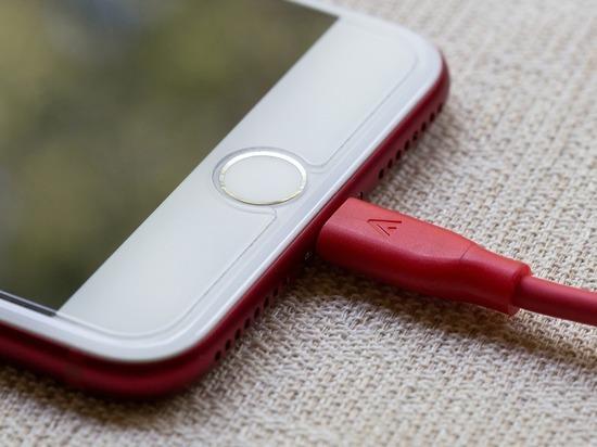 Названы главные ошибки при зарядке смартфонов