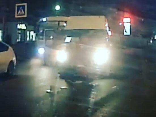 В Костроме маршрутка сбила женщину на переходе