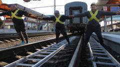 Силачи установили Рекорд России в честь запуска поездов в Крым
