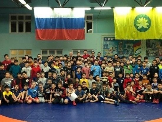 Мастер-класс для юных борцов Калмыкии провели олимпийцы