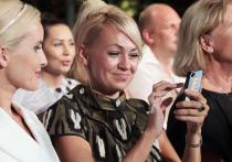 Рудковская ответила на слова Собчак о маникюрше