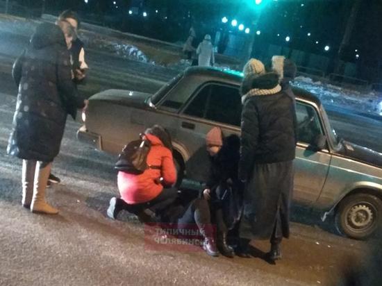В Челябинске автомобиль сбил девушку
