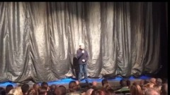 Гармаш объявляет зрителям о смерти Волчек: видео из «Современника»