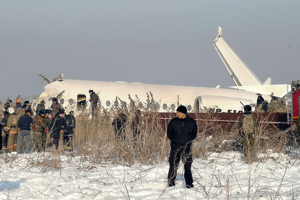 В Казахстане разбился самолет авиакомпании Bek Air: кадры с места