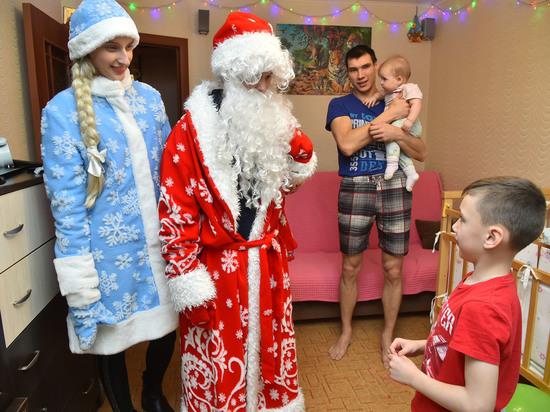 ЧМК проводит праздничную акцию «Дед Мороз спешит поздравить»