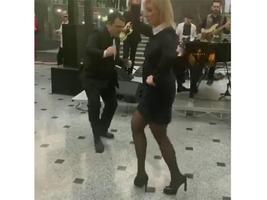Захарова показала видео «ударного отдыха» российских дипломатов