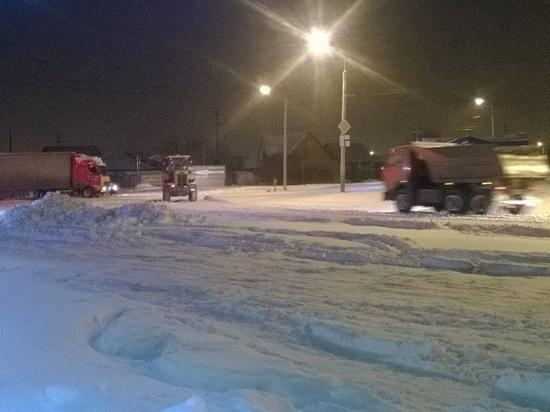 Дорожные службы убирают город в ночное время
