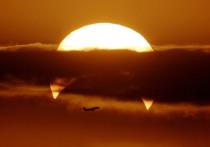 Внимание интернет-пользователей привлек снимок, который, как утверждается, был сделан над Персидским заливом 26 декабря 2019 года, в день солнечного затмения