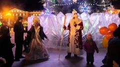 Дед Мороз и Снегурочка открыли ледовый городок в Хабаровске