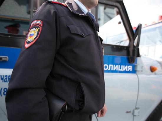 Сотрудники полиции выясняют личность мужчины, обнаруженного мертвым в одной из деревень Ивановской области