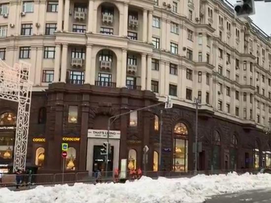 Москвичам насыпали снега за хорошее поведение