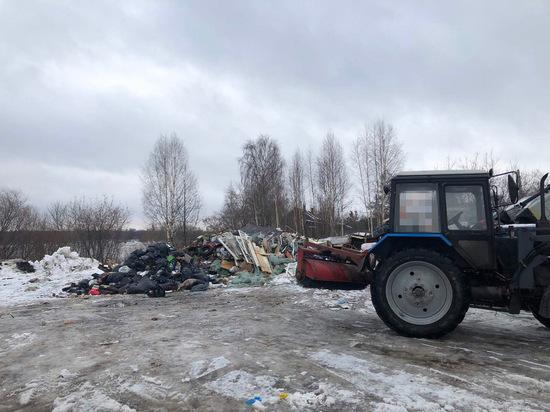 На берегу Вятки в Вересниках нелегально складируют мусор
