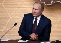 Бывший глава МИД Италии и экс-вице-президент Еврокомиссии Франко Фраттини рассказал в интервью, что президент России Владимир Путин поведал ему, что ночует в Кремле, чтобы не возвращаться в свой загородный дом, вызывая тем самым пробки в Москве