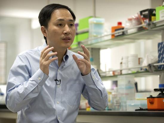 Китайский ученый, модифицировавший ДНК детей, получил три года тюрьмы