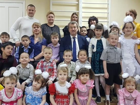 Анатолий Литовченко поздравил детей школы-интерната №8