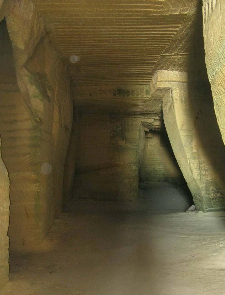Русский геолог нашел «город разумных амфибий» возле Сицилии