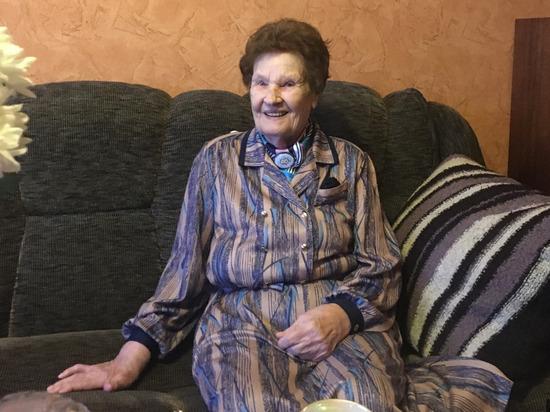 В Пскове поздравили 95-летнюю труженицу тыла