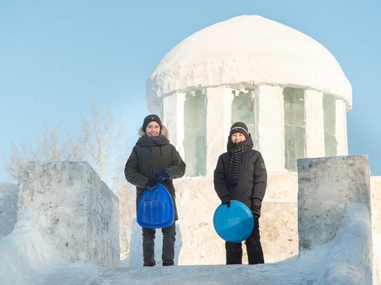 Омский НПЗ «Газпром нефти» приглашает омичей посетить ледовый городок, построенный к Новому году на территории спорткомплекса «Сибирский нефтяник»