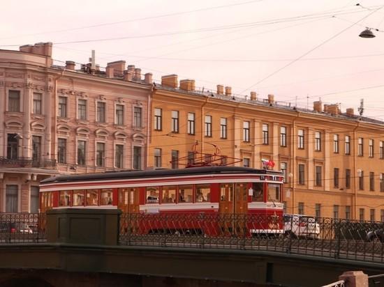 Туристический трамвай прокатит жителей города по новогоднему Петербургу
