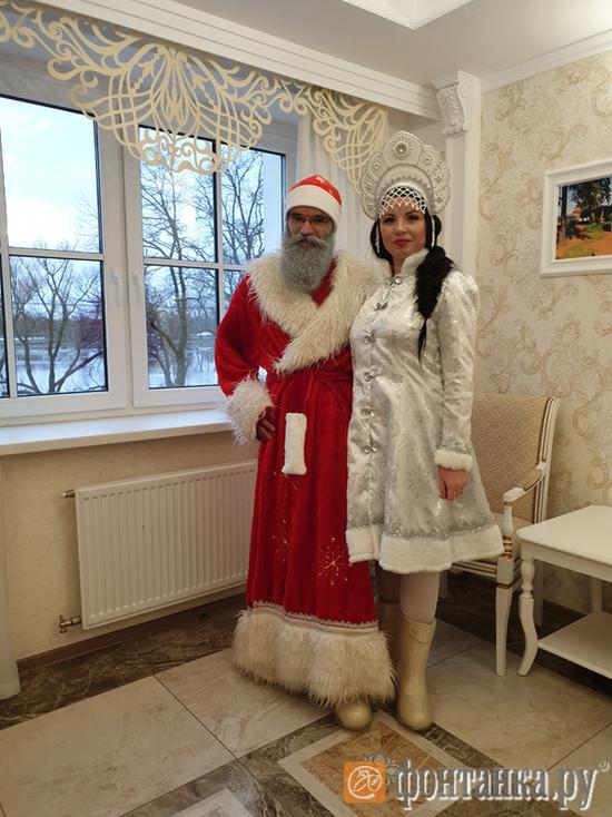 В Петергофе сотрудники ЗАГСа отказались женить Деда Мороза и Снегурочку