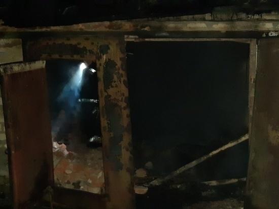 Два гаража сгорели в Козельске