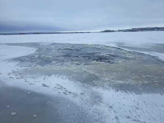 В Татарстане под лед Камы провалился автомобиль