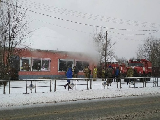В Ивановской области 15 человек тушили пожар в кафе