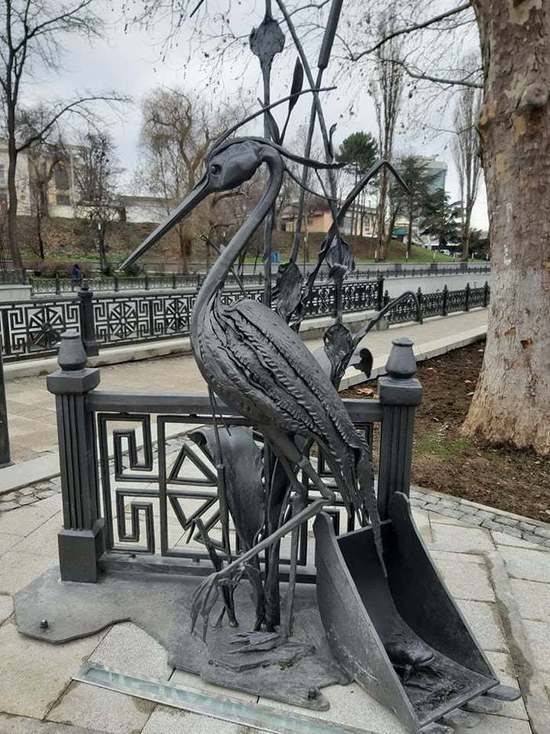 Цапля Сима: в Симферополе появился памятник удивительной птице
