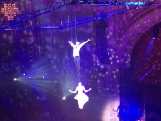 Российские акробаты сорвались из-под купола цирка в Амстердаме