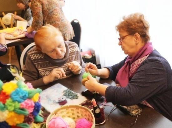 Добрые бабушки и тёплые варежки