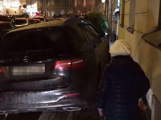 Плюющий на ПДД: Боярский снова неправильно припарковался